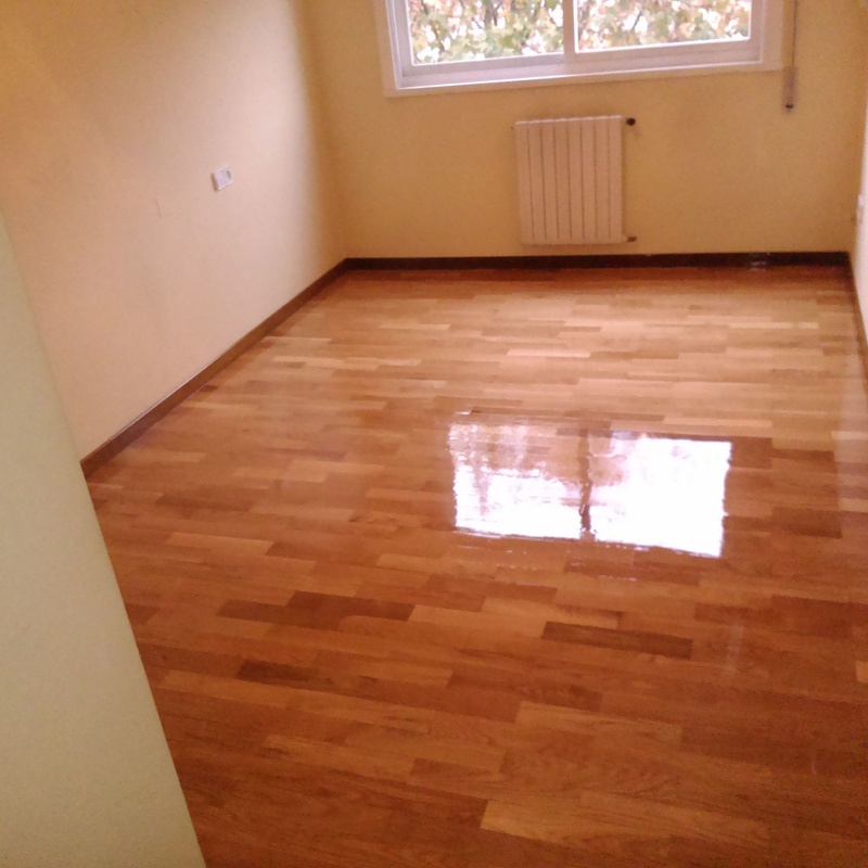 lamparquet de roble acabado en brillo