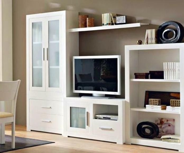 Mueble de salón lacado en blanco.