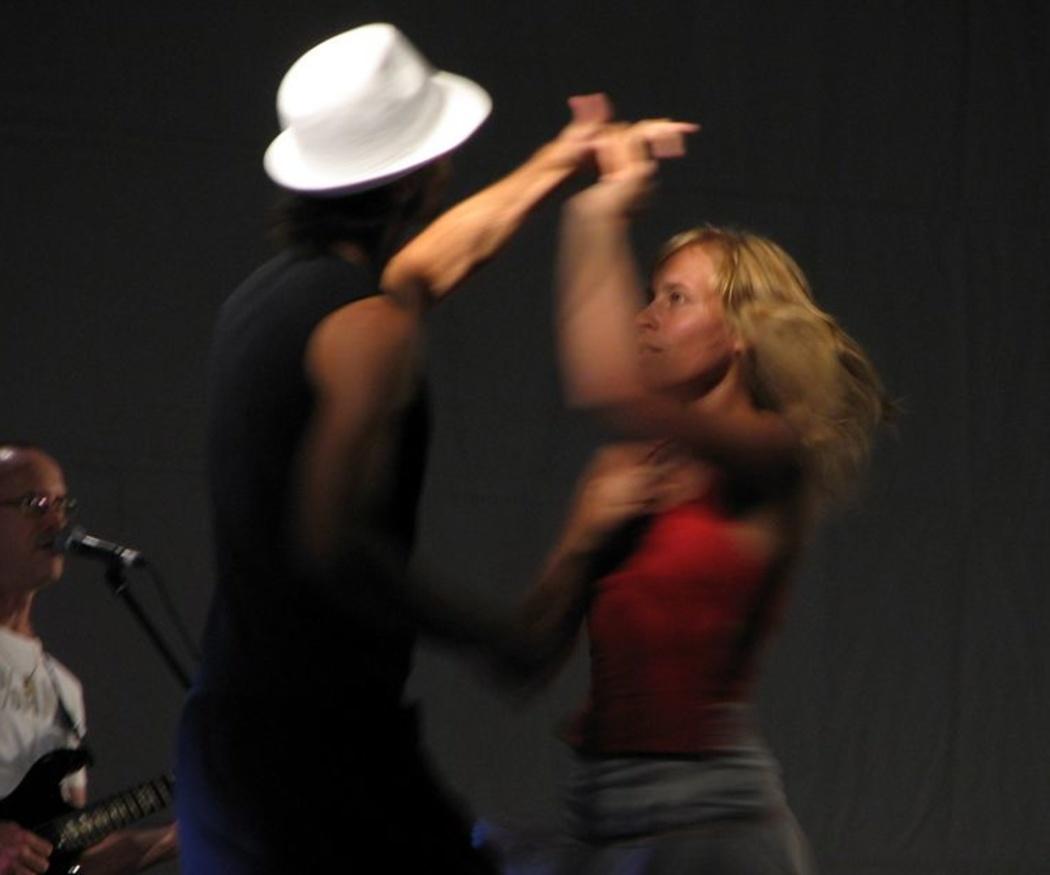 """Diferencias fundamentales entre """"salsa en línea"""" y """"salsa cubana"""""""