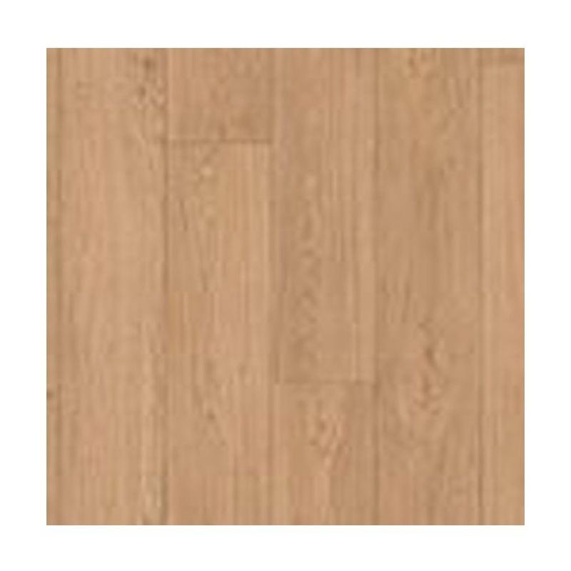 Roble clásico natural. Suelo de madera impermeable. En casa de Vic
