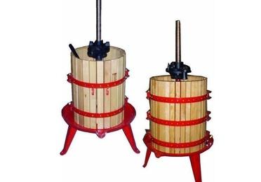Prensas y depósitos para vino y aceite