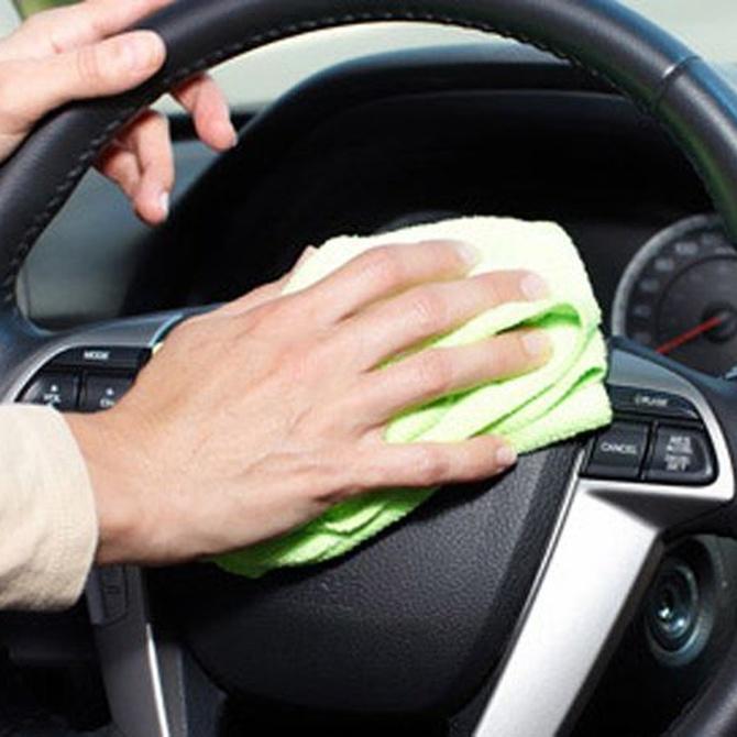 Cómo hacer la limpieza integral del interior de tu coche