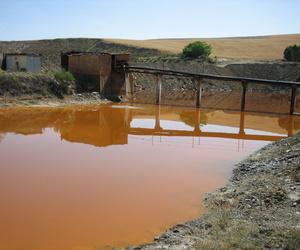 Aguas ácidas procedentes de escombreras de minería de Uranio (Salamanca)