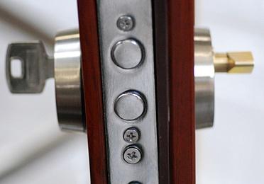 Instalación de cerraduras y bombillos antibumping