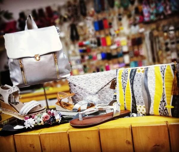 Complementos: Catálogo de Nu Closet Shop