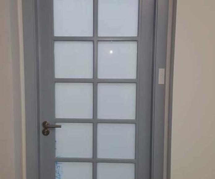 Puertas lacadas y barnizadas: Productos y servicios de Carpintería J.S.J.