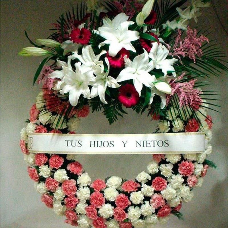 Coronas para funerales: Productos de FLORISTERÍA CASA BASUSTA