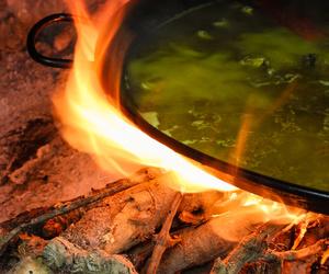 Paella cocinada a fuego lento