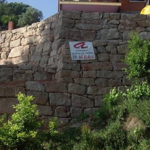Acondicionamiento de valla con rocalla