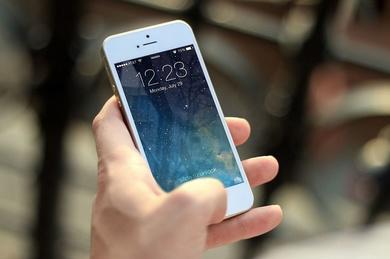 Cómo arreglar tu móvil mojado en siete minutos (informate nosotros lo hacemos)