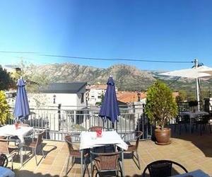El Refugio de Oria cuenta con una excelente  terraza exterior con vistas a la sierra