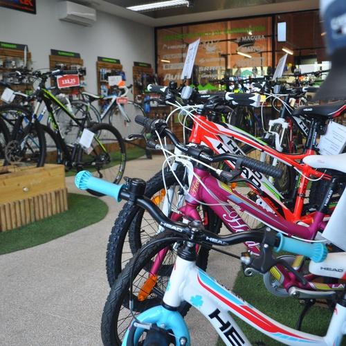Exposición de bicicletas HEAD