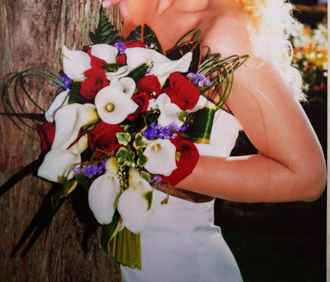 Ramo de novia con caida:  de Floristería Contreras