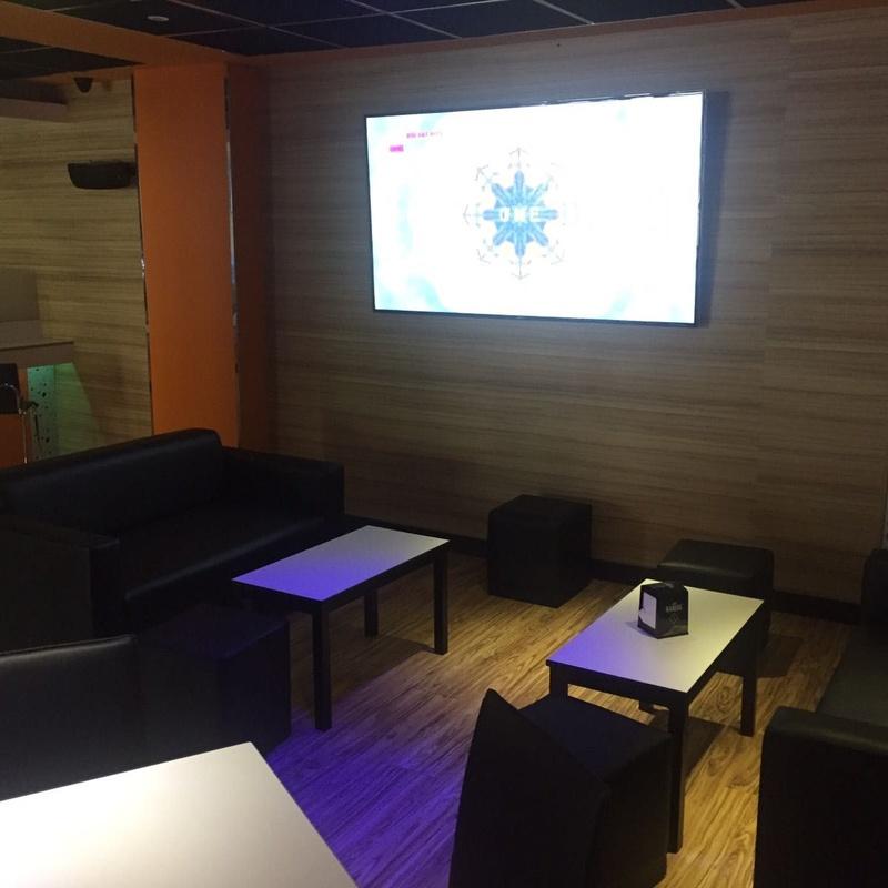 Contraste Cafetería en Patiño: Productos y servicios de Comume