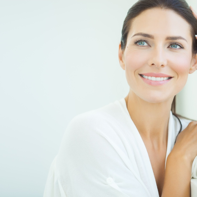 Relleno de pómulos: Tratamientos de Dr. Enfry Salas