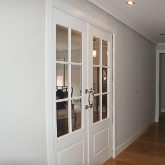 Puertas blancas en el hogar