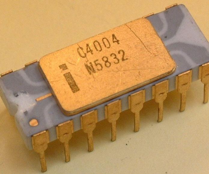 El primer microprocesador comercializado de la historia. El INTEL 4004