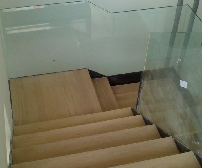 Escalera de roble barnizada al agua