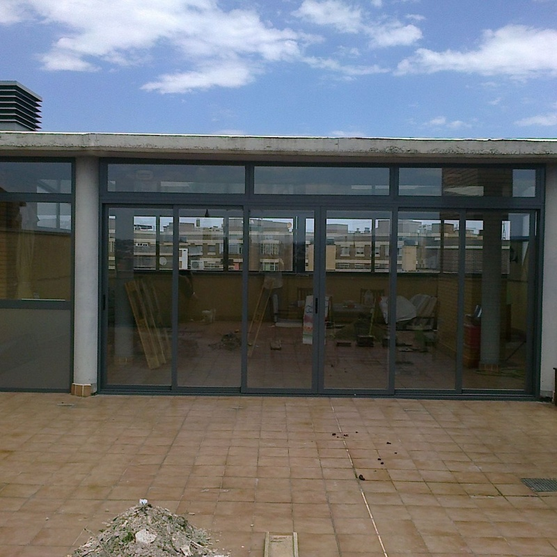 Cerramientos: Carpintería de aluminio de Laborda Tecnología del Aluminio, S.L.