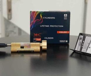 M&C Color + (Con Pomo Interior)