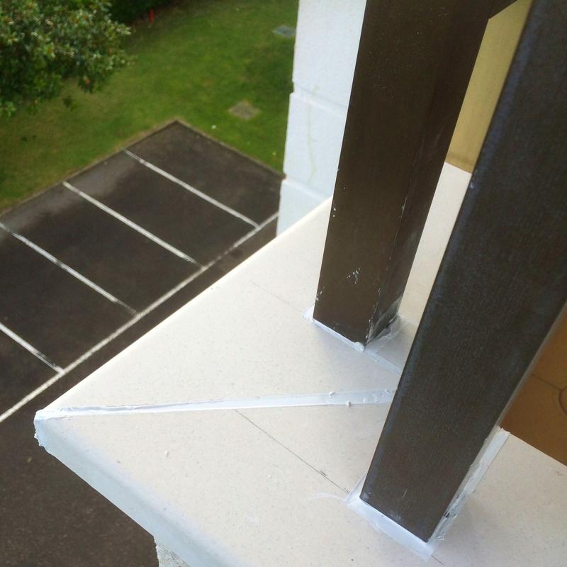 Instalación de albardillas y vierteaguas de hormigón polímero.