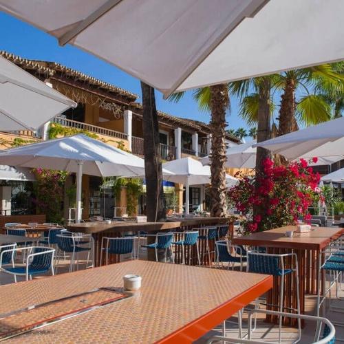 Restaurante junto al mar en Puerto Portals