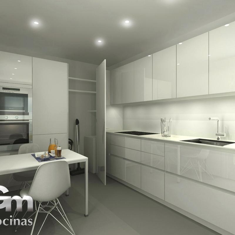 Cocina contemporánea blanca con gola, península y mueble de cocina escobero