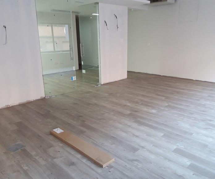 Instalación de suelo vinílico pegado en Local Comercial en Sevilla por Instalador de pavimentos y tarimas
