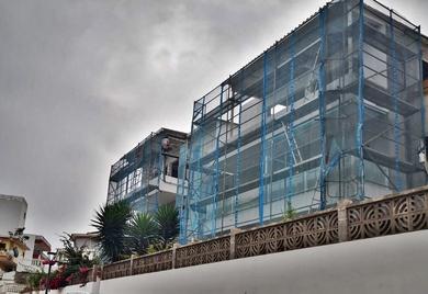 Andamio de fachada para rehabilitación de viviendas. Puerto de la Cruz.