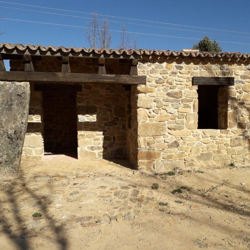 Casas 100% de piedra con Excavaciones DGP