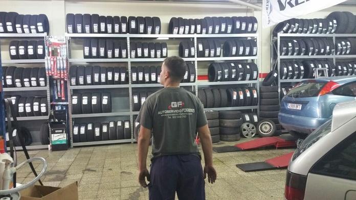 Neumáticos: Servicios de Autoservicio Fumero