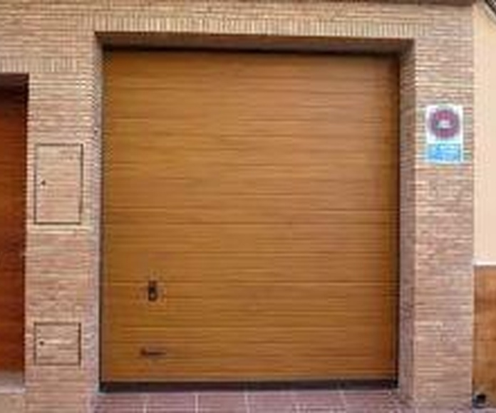 PUERTAS DE GARAJE: Servicios de Exposición, Carpintería de aluminio- toldos-cerrajeria - reformas del hogar.