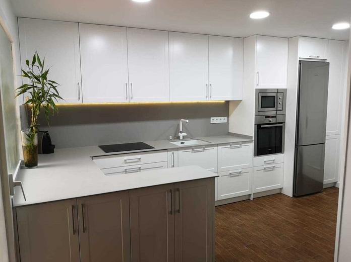 PROYECTO REALIZADO EN POZUELO DE ALARCON: PROYECTOS REALIZADOS de Diseño Cocinas MC