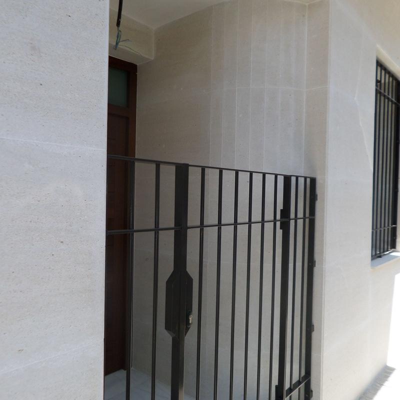 MARMOL NIWALA CALIZA: Productos y servicios de Mármoles Montserrat