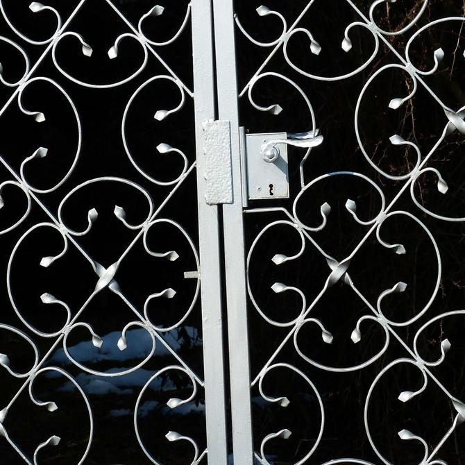¿Cuáles son los tipos de puertas metálicas?