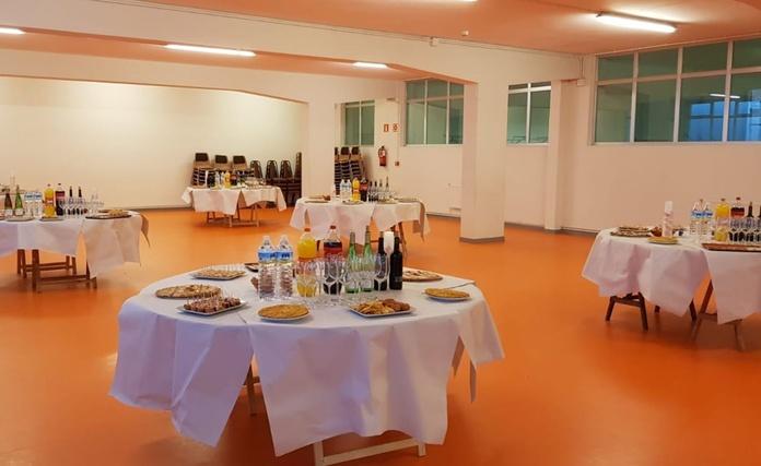 Organizamos tu evento en un amplio local con nuestros platos:  de CAFÉ BAR NUEVO MUNDIAL 82 - 1