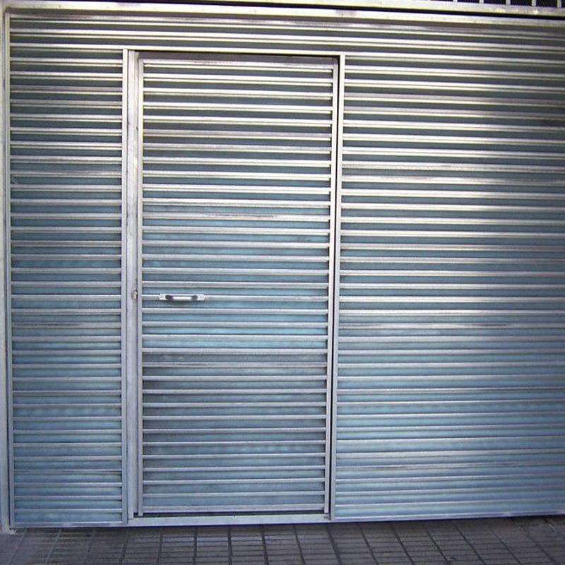 Puerta batiente Gijón