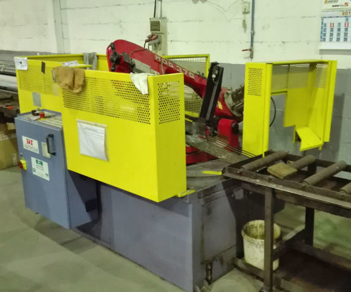 Sierra de cinta de control numérico  : Servicios y maquinaria  de Calderería y Obras, S.L.