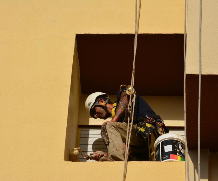 Trabajos en entornos urbanos: Servicios de Vertical Ibiza