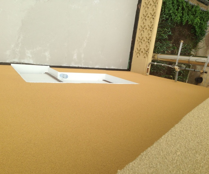 Aplicación de revestimiento sobre azulejo.