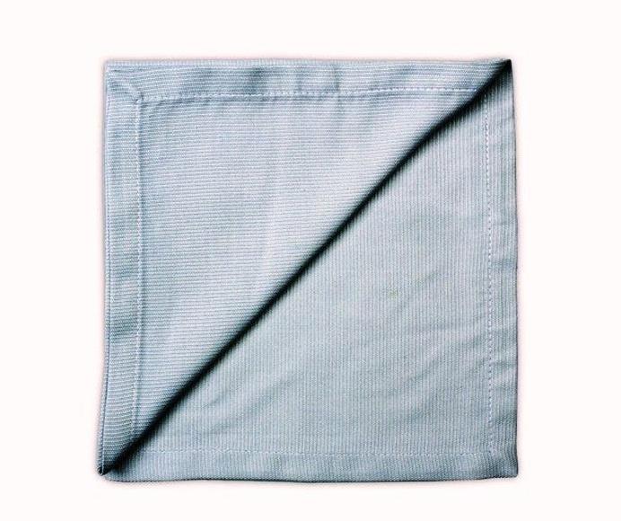 Servilleta color plata 50 cm x 50 cm: Alquiler de Mantelería & Menaje