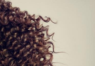Pelucas de cabello natural o sintético