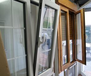 Ventana de aluminio blanco y de imitación madera Zaragoza