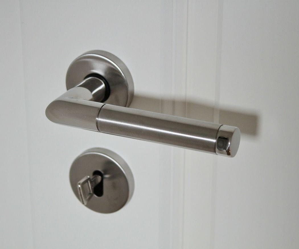 ¿Cómo asegurar tu cerradura para evitar que sea forzada?