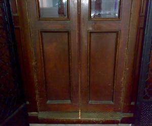 Restauración cabinas de ascensor: Jordi Nóbrega Restauracions