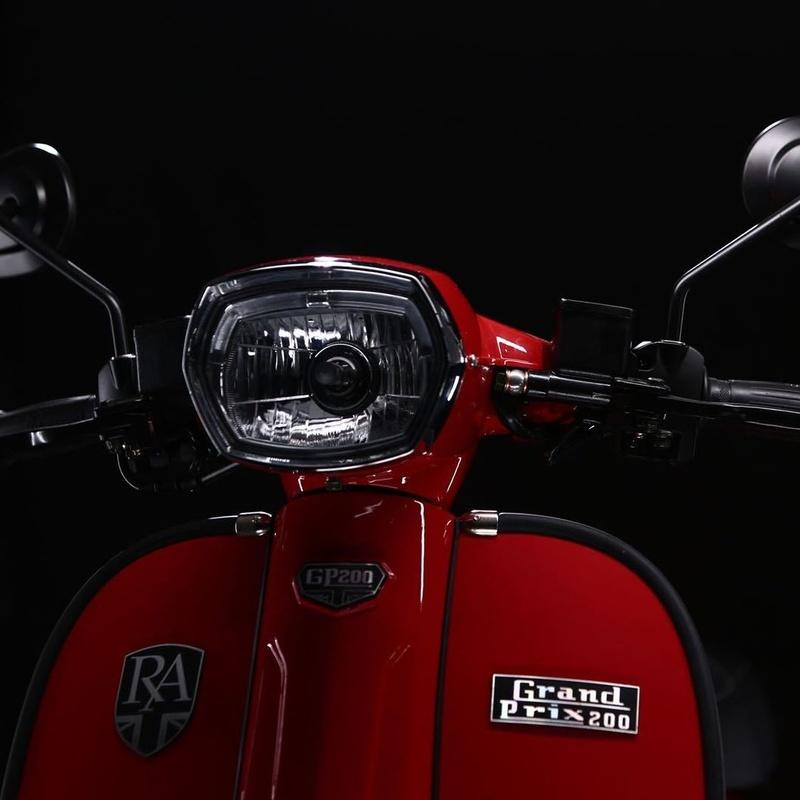 Gp 125 Ac: Motos, boutique y accesorios. de Suzuki Center (San Sebastian de los Reyes)