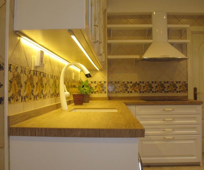 MUEBLES DE COCINA - PROYECTO REALIZADO EN O´DONELL (MADRID): PROYECTOS REALIZADOS de Diseño Cocinas MC