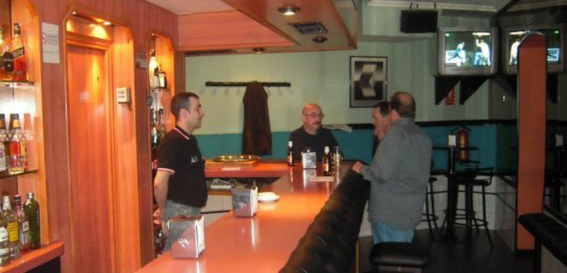 Bar de copas en Cuatro Caminos, Madrid