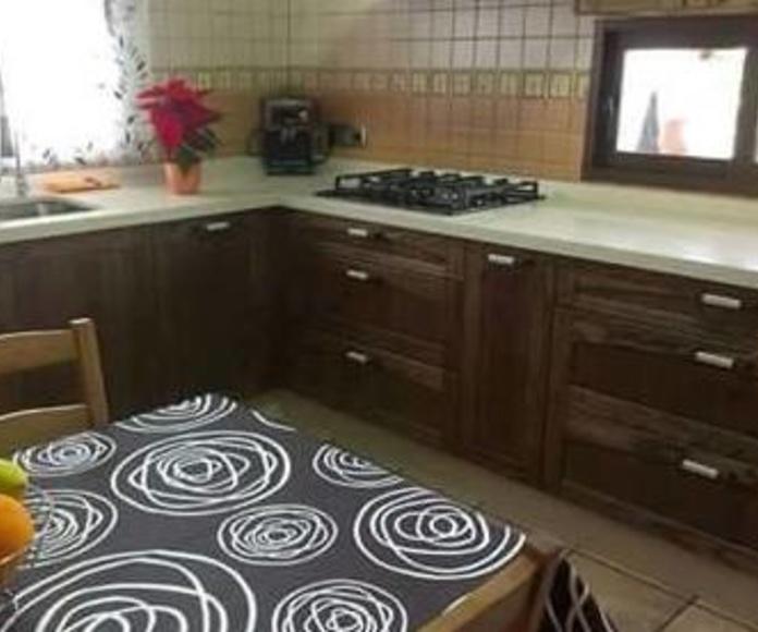 Cocina estilo rústica: Servicios  de Prior Cocinas
