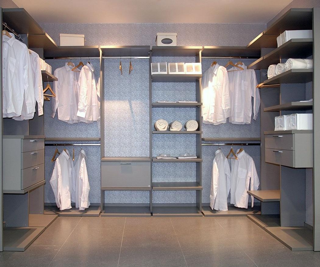 Crea el vestidor perfecto mediante estanterías